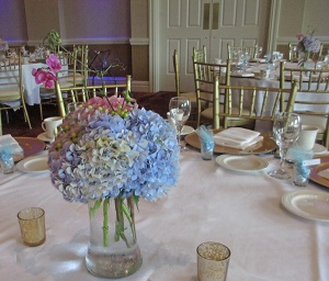 Hydrangea Centerpiece with Sweet Pea Vine